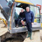 Borgmester tager første spadestik til Biltemas nye gigantvarehus