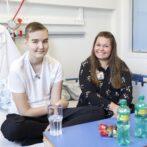 Nu får de nordjyske kræftsyge børn besøg af deres klassekammerater