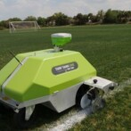 Dansk producent af robotter til sportsanlæg fordobler sin stab